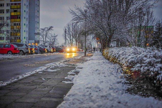 雪が積もった歩道