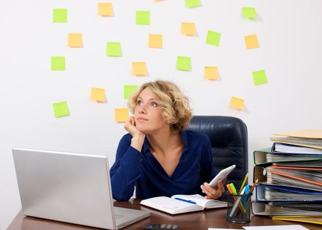 効率的に仕事をする女性