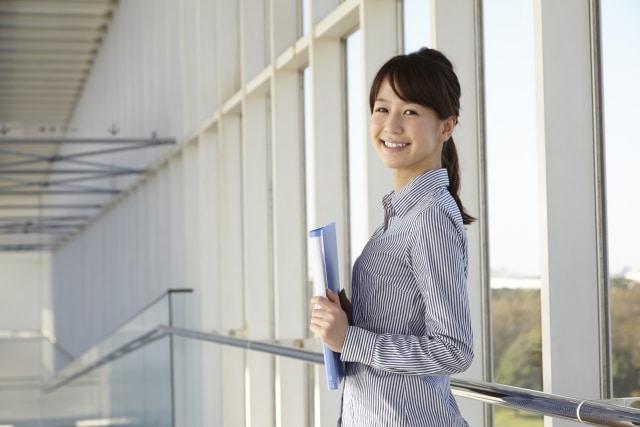 経理担当の女性